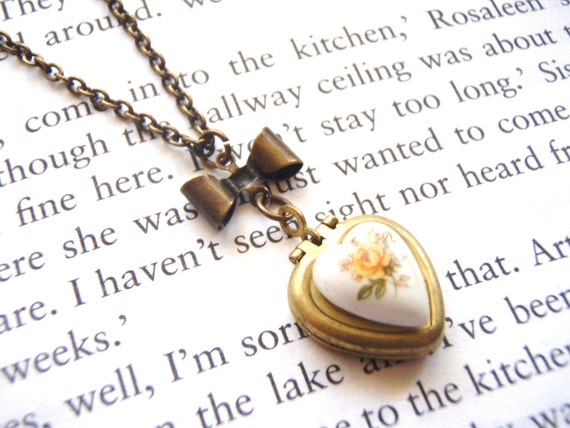 Vintage Heart Locket with Yellow Roses Necklace, Bridesmaids Gifts, Mother of the Bride, Maid of Honor Gift, Bridal
