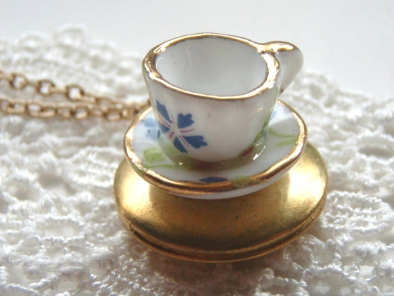 Teacup on a Locket Necklace, Ceramic Teacup,Mom Sister Friend Tea Lovers Teacup Necklace, Vintage Wedding Bridesmaid Gift