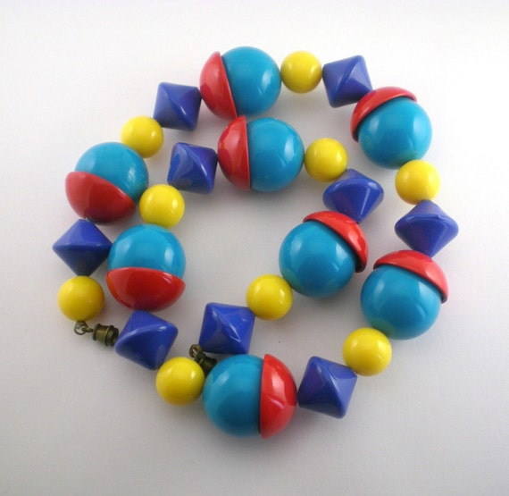 Vintage Colorful Plastic Necklace Blue Yellow Red