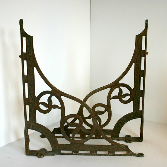 vintage shelf brackets fancy cast iron. Black Bedroom Furniture Sets. Home Design Ideas