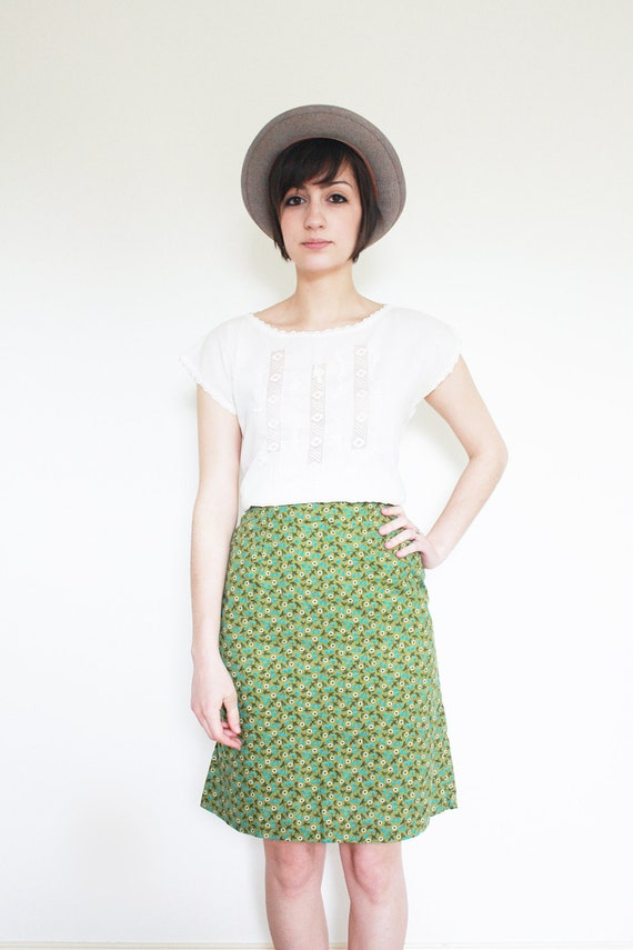 Women's Vintage Blueberry and Daisy Skirt