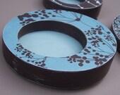 Circular frame in retro blue and brown - medium