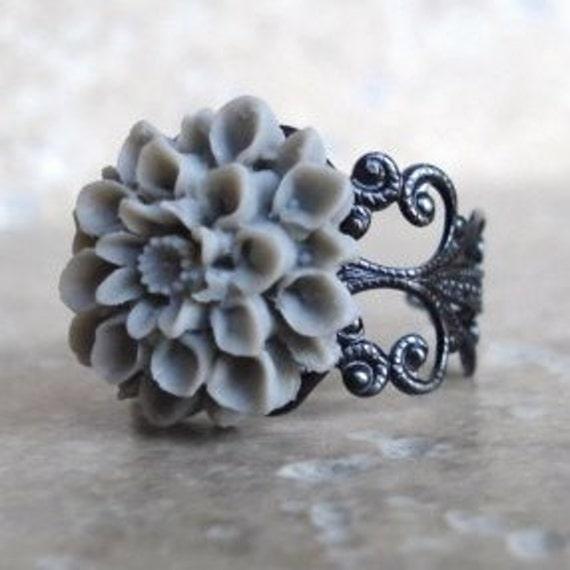 Flower Ring, Gray Chrysanthemum on Gunmetal Filigree, Adjustable Ring, Mum Ring, Filigree Ring, Halloween Jewelry, Halloween Ring