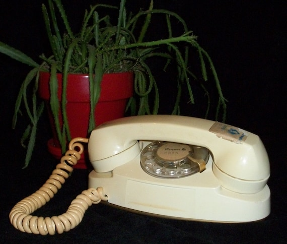 Vintage 1960s Princess Rotary Phone