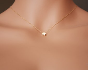 Initial necklace - daisy flower pendant, 14K gold filled, engraved necklace, personalized gifts, monogrammed handstamped necklace