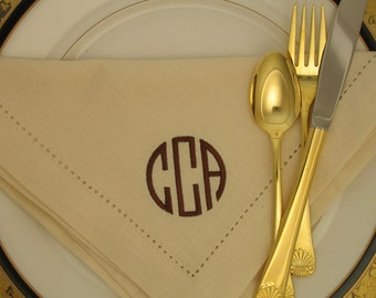 4 Monogrammed Napkins in the Circle Font