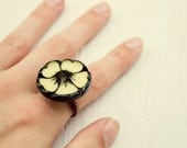 Pansy vintage button ring (size 7 1/2)
