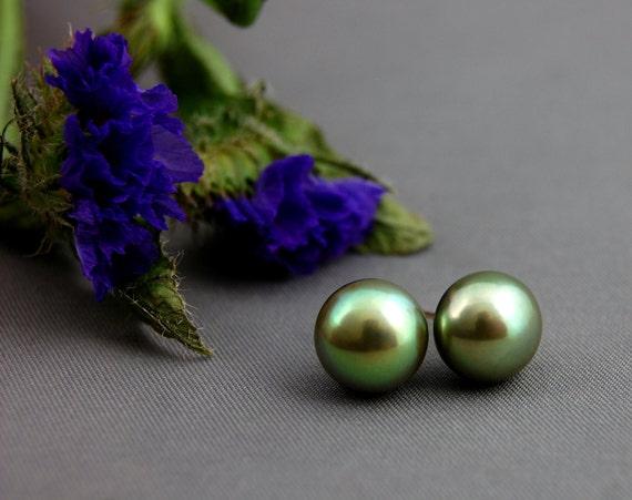 Irma - Pistachio pearl stud earrings, pearl jewelry, for her, stud earrings, gift idea, anniversary, earrings, fashion, business wear, women