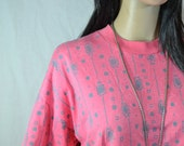 1980's Crop T-SHIRT by JUST DAWN slouch size large/xlarge Salmon Pink with Southwestern Abstract Design