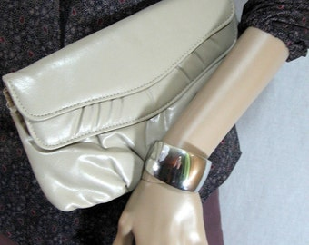 VINTAGE 70's Taupe VINYL CLUTCH disco glam