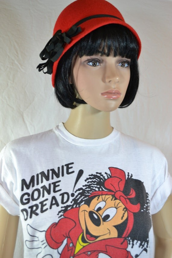 MINNIE Mouse GONE DREAD White and Red T Shirt size medium 32-34
