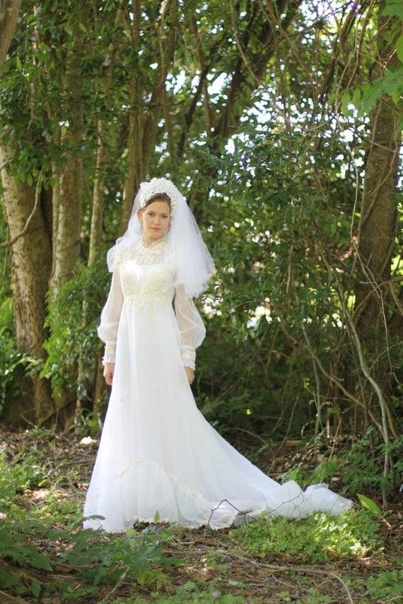 1960s Vintage Wedding Dress, 1960s Wedding Gown with Veil SM