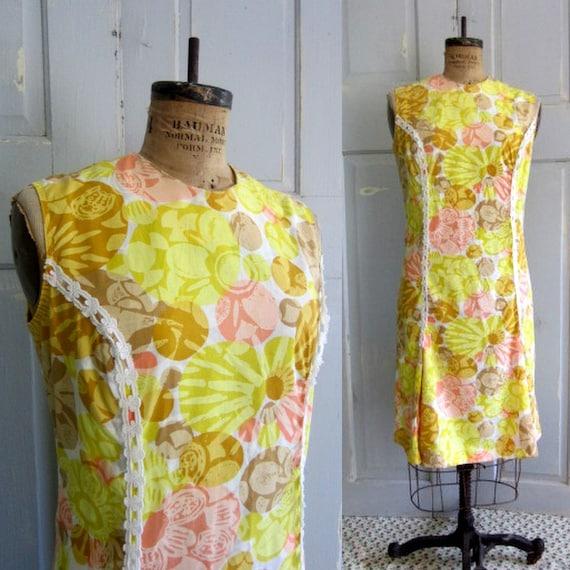 Yellow Summer Dress 1960s Vintage Clothing Size Large Floral Shift Sleeveless Cotton Large Extra Large