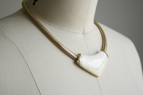 80s Minimalist Geometric Necklace -Ivory and Gold tone