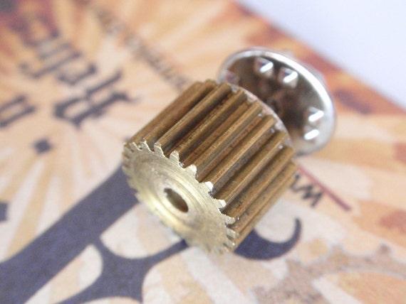 A Clockwork Steampunk fat Gear Tie Tack, lapel pin