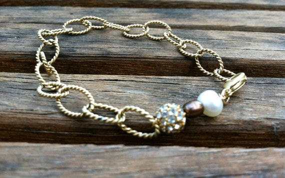 Brushed Link Chain Bracelet With Diamond and Pearl Stone