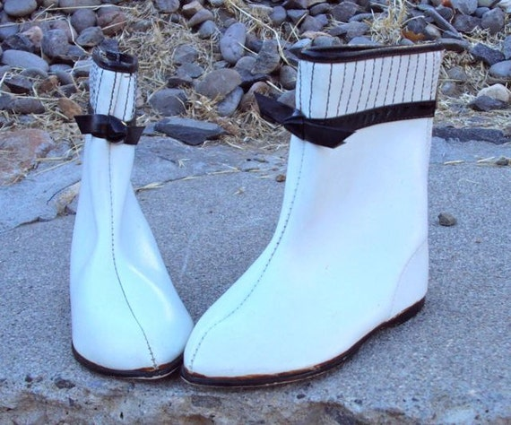 Vintage Girl's Go-Go Boots White and Black with Zipper