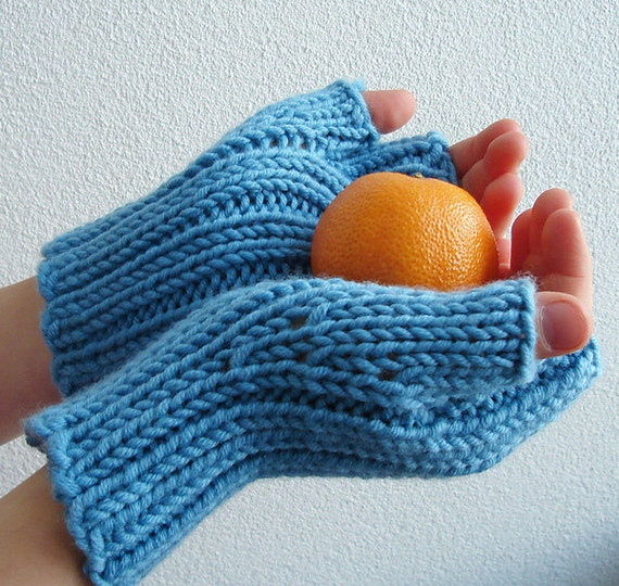 Knitting Pattern For Childrens Gloves With Fingers : Knitting PATTERN Childrens Fingerless Mittens