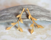The nature lover - Long leafy branch post earrings in matte gold