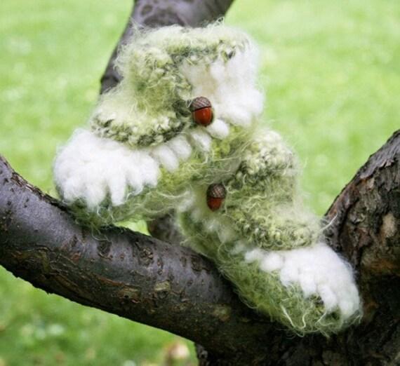 Fuzzy Elf Baby Booties Crochet Pattern PDF