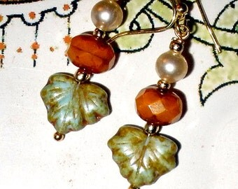 Leaf earrings with gold plate Czech glass and vintage pearl