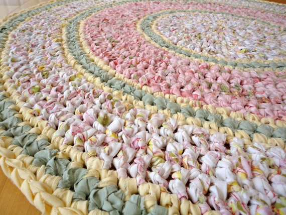 FREE SHIPPING - rag rug - round recycled pink crochet