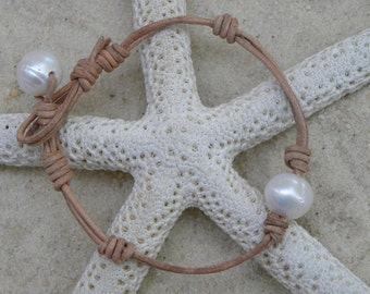 Natural Leather and Pearls Bracelet