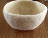 Small felted bowl in Eco Wool Ecru