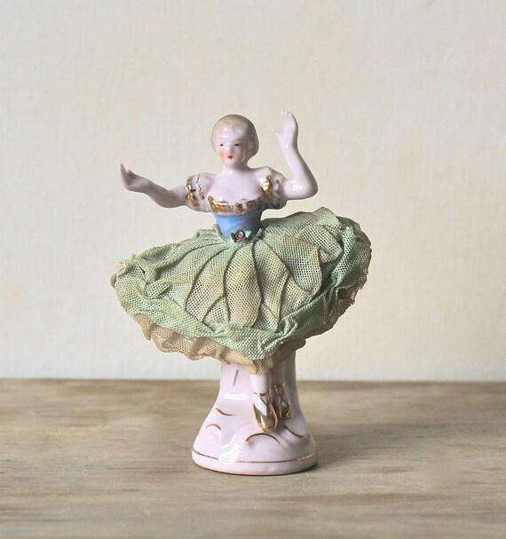 Circa 1950s Hand Painted Wales Chinaware Figurine Japan