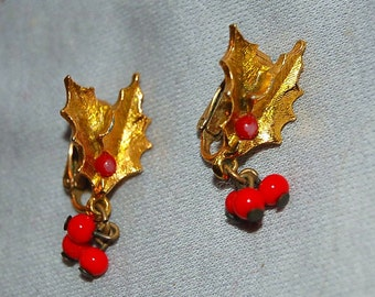 Vintage Earrings / Christmas / Signed Designer / Art / Movable / Old Jewelry / Dangling / Holly / Red Berries