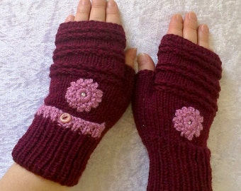 Fingerless gloves with pocket and flowers