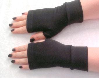 Short  black fingerless gloves with   black   cuffs