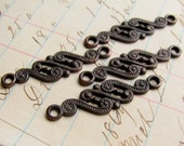 Paisley link, 28mm, dark antiqued brass (4 links) aged black patina, long connector