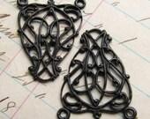 Delicate Trellis link, dark antiqued brass, 19mm x 24mm (2 links) black triangle filigree reducer LK-SV-010