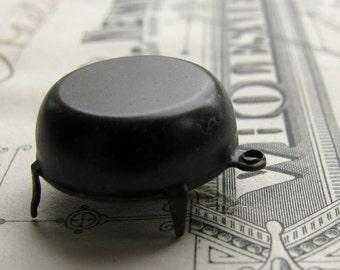 16mm round pronged setting, black brass, closed flat back, 65ss for Swarovski rivoli rhinestones (6 frames) dark PF-RU-019