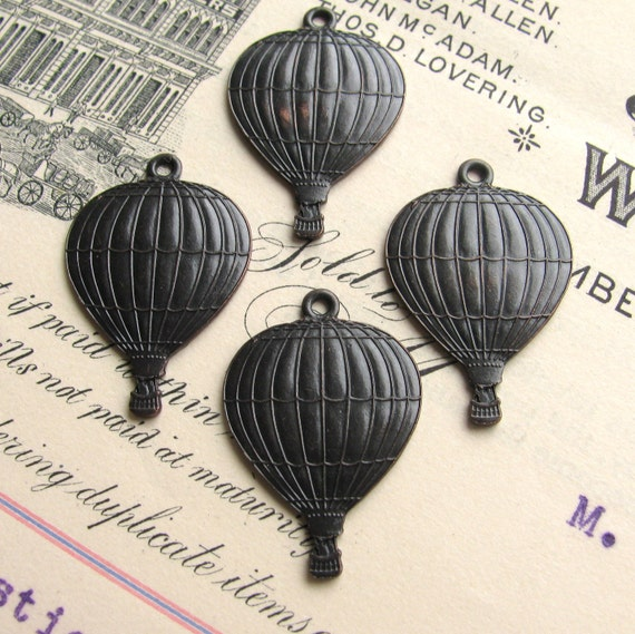 Hot air balloon charm - dark antiqued brass - miniature travelers in basket - (4 charms) - Steampunk and Vintage designs