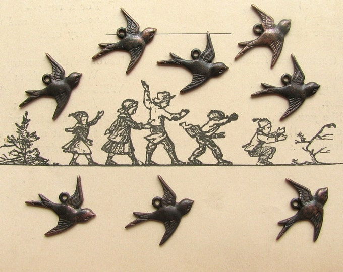 Tiny swallow charms, right facing,18mm, dark antiqued brass (8 birds) eastern east flying sparrows, aged black patina
