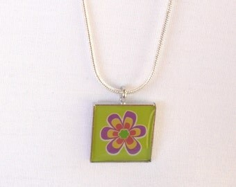 nnm-Retro Flower Charm Necklace on a Silver Plated Snake Chain