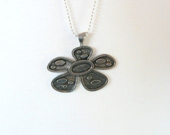 Retro Fab FLower Necklace