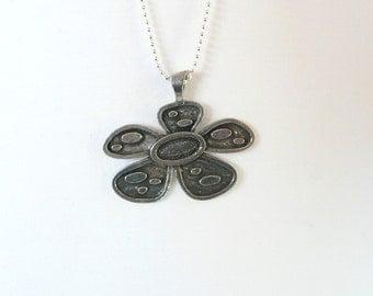 nnm-Retro Fab FLower Necklace