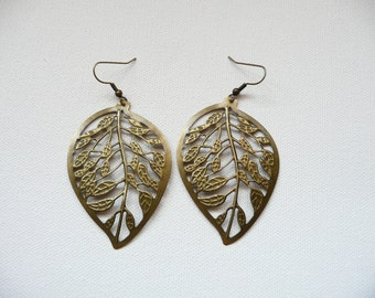 nd-Large Lightweight Antique Gold Filagree Leaf Dangle Earrings