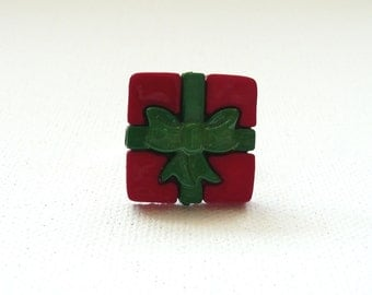 Red and Green Present Adjustable Ring