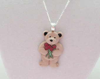 nnm-Teddy Bear with Roses Pendant on a Silver Plated Chain