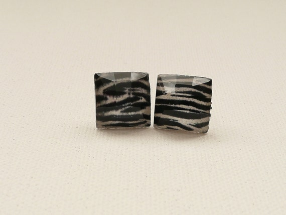 ns-Black and White Zebra Print Faceted Square Stud Earrings
