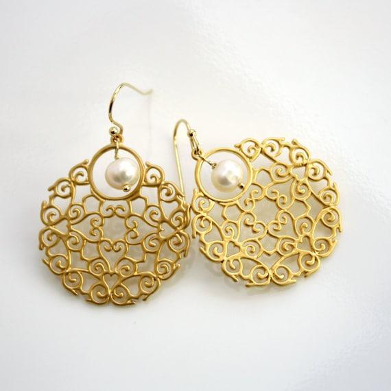 Filigree Pearl Earrings Gold