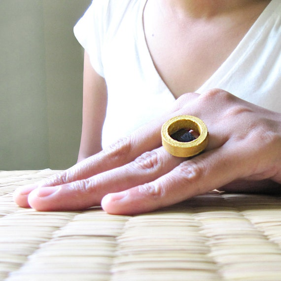 Black and Gold ring - Unique Ring - Chunky Ring - Paper anniversary gift - Paper jewelry - Statement ring - Recycled jewelry - Eco jewelry