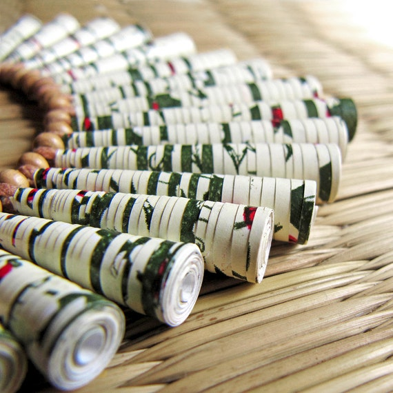 Garden necklace - Simple Jewelry - 1st year anniversary gift - Earthy jewelry - Organic jewelry - Summer necklace - Paper bead necklace