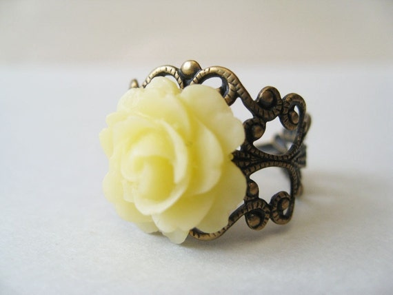 rose nouveau filigree. ring. (creamy yellow flower. antique brass ornate filigree. adjustable band.)