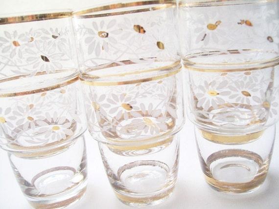 Sweet Little White Daisy . Flowerpot Fashion . Shot Glasses . Set of 6