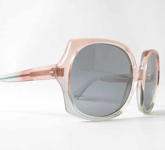 vintage sunglasses italian designer summer sun glasses over sized big eye frames chic glam retro peach & teal bohemian boho